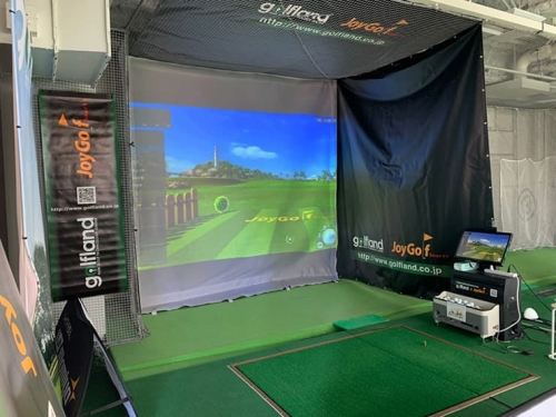Installation of a golf simulation system 'Joy Golf Smart + (topographical study)' at 'Sanctuary Roppongi' in Tokyo.