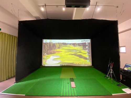 Install 'Joy Golf Smart +' at an open indoor teaching site in Okinawa Prefecture.